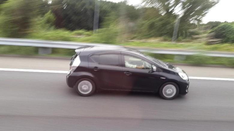 Kaca film bagian pengemudi di Jepang transparan. Foto: Mohammad Luthfi Andika