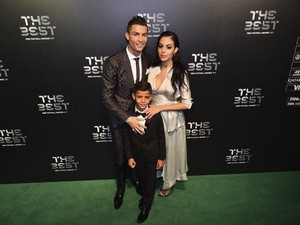 Cantiknya Kekasih Ronaldo di The Best FIFA Football Awards 2017