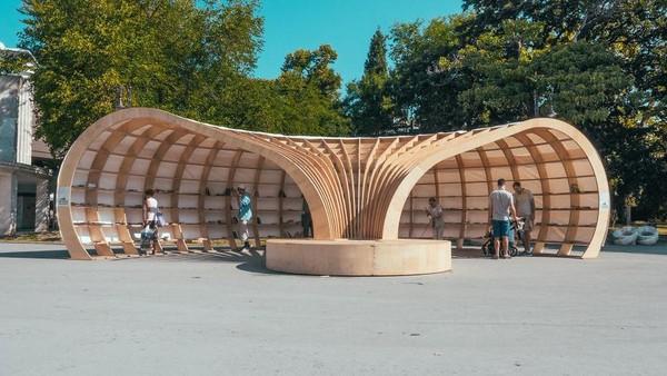 Kota Varna ada sebuah perpustakaan terbuka di pinggir jalan, namanya Rapana. Bentuknya unik, seperti cangkang siput (Rapanalibrary/Facebook)