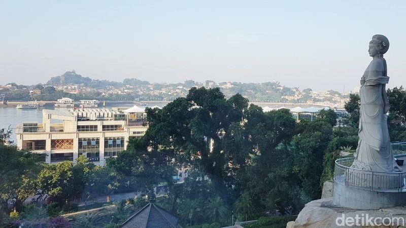 Pulau Gulangyu berlokasi di Kota Xiamen, Fujian. Pulau ini disebut-sebut sebagai salah satu dari Top 10 destinasi wisata paling ramai di China (Elvan/detikTravel)
