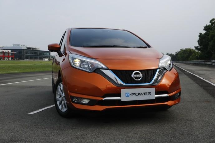 Ngebut dengan Mobil Listrik Nissan di Karawang