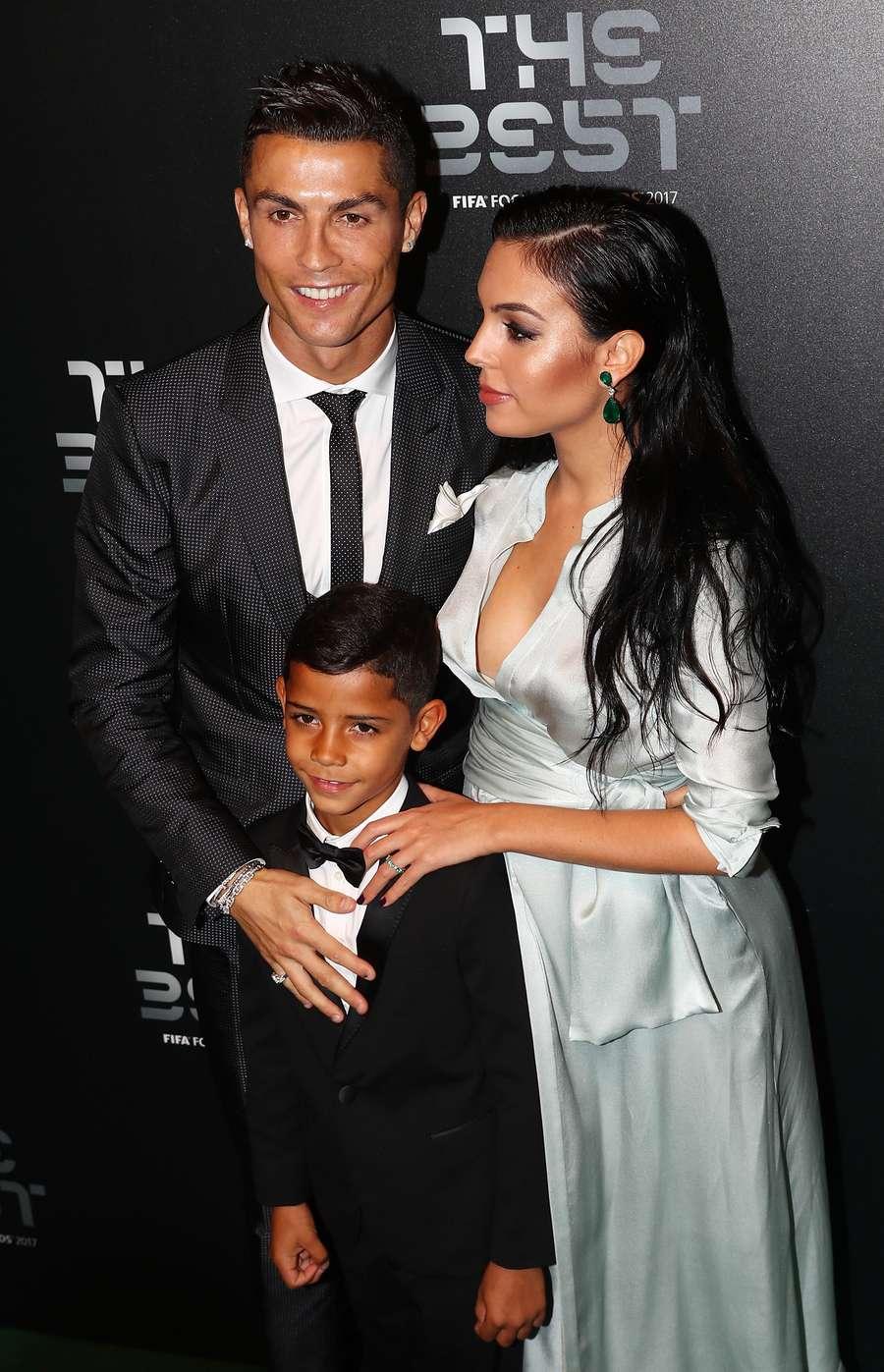 Kekasih Ronaldo, Georgina Rodriguez Curi Perhatian