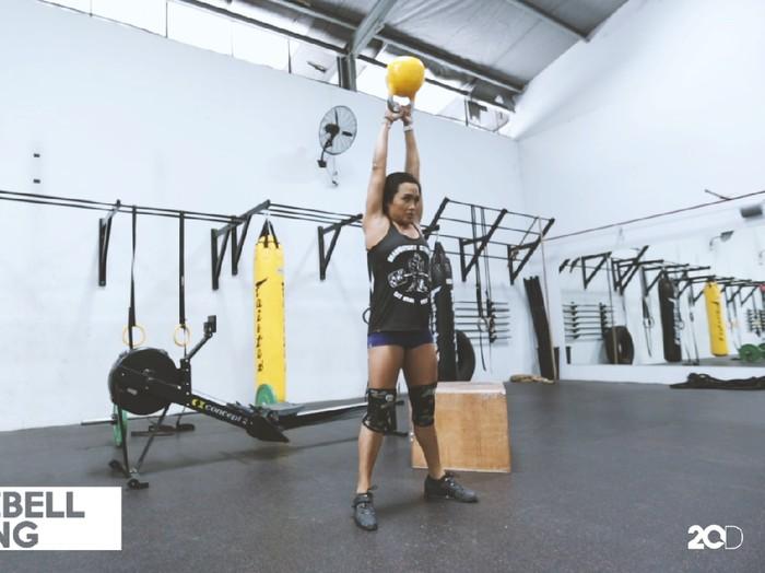 Kettlebell swing, salah satu gerakan Crossfit/Foto: 20detik