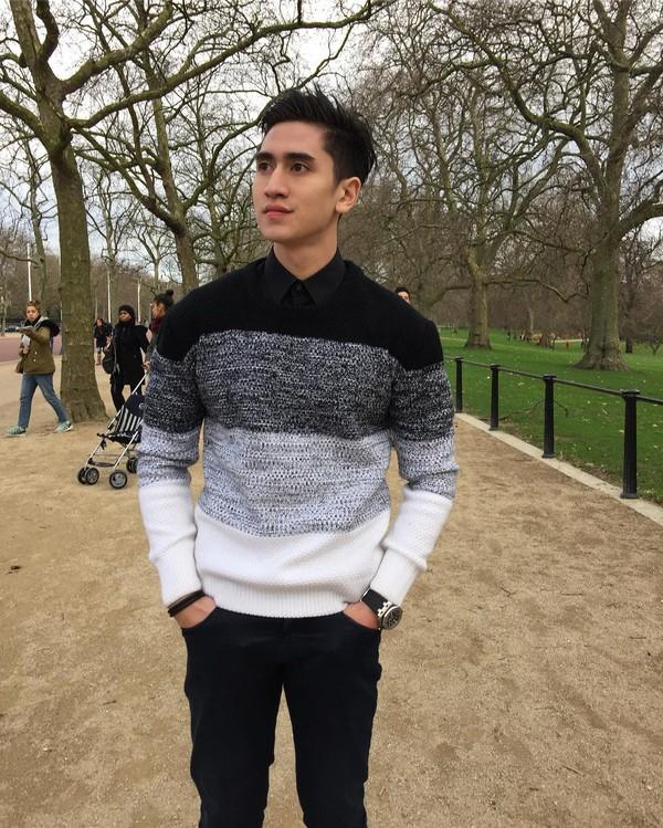 Nggak cuma wisata dalam negeri, Verrell traveling sampai ke London di Inggris (bramastavrl/Instagram)