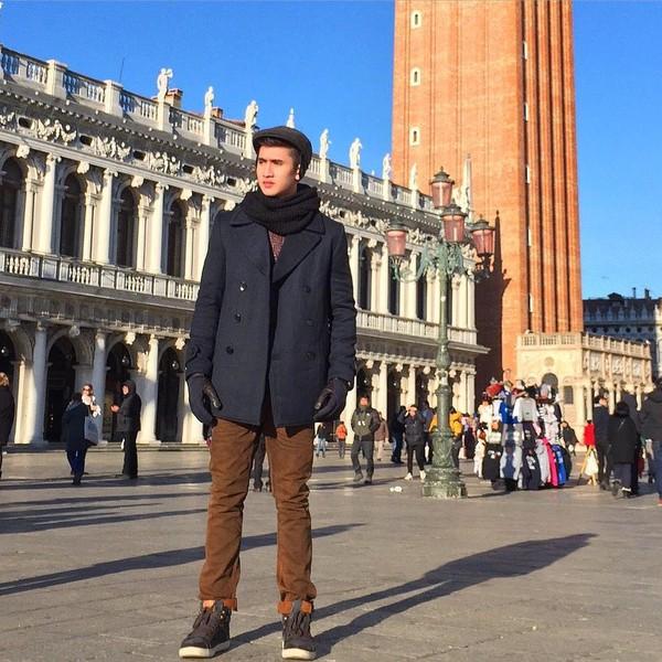 Gaya Verrell saat traveling di luar negeri (bramastavrl/Instagram)
