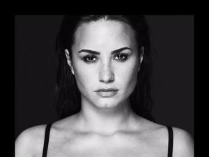 Lewat Foto Seksi, Demi Lovato Isyaratkan Lagu Baru