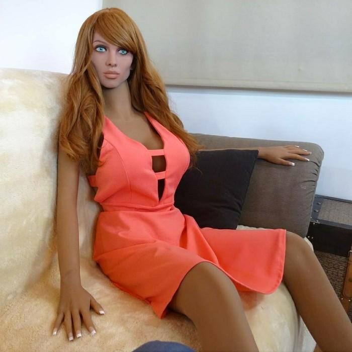 Anggota tim dari Synthea Amatus yang mengembangkan Samantha, Sergio Santos, mengatakan dalam beberapa tahun ke depan fungsi robot seks akan terus berkembang tidak hanya menjadi pemuas nafsu birahi saja. (Foto: Synthea Amatus)