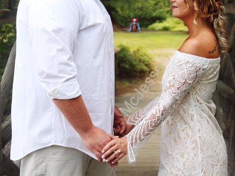 Cerita Sebenarnya di Balik Penampakan Seram di Foto Pre-wedding yang Viral