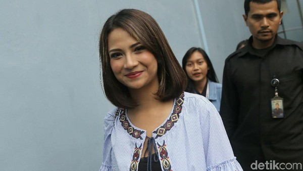 Batal Nikah, Vanessa Angel Tak Putus Silaturahmi dengan Keluarga Didi Soekarno