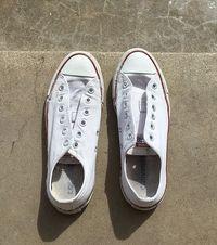 Cara Cuci Sepatu Putih Ini Viral, Sneakers Dekil Jadi Bersih Seperti Baru