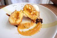 Uniknya Donat dan Croissant dengan Isian Telur Asin