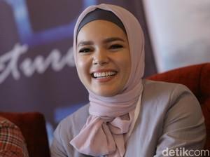 Dewi Sandra Sebut Bersepeda Bareng Suami Bikin Pernikahan Makin Harmonis