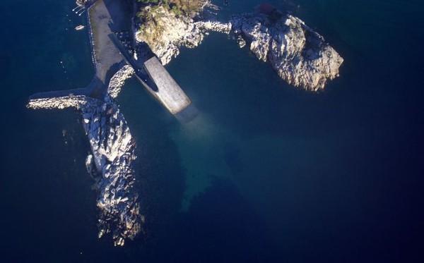 Struktur utama restoran ini berupa beton. Letak restoran ini ada di titik paling selatan garis pantai Norwegia (Dok. CNN Style)