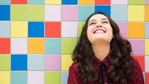 """Kondisi Langka, Gadis 11 Tahun Ini Bisa """"Mencium"""" Warna"""