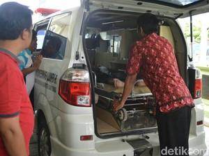 Isak Tangis Warnai Kedatangan Lima Korban Laka di RSUD Purworejo