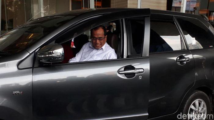 Menhub Budi Karya Sumadi naik taksi online. Foto: Fadhly Fauzi Rachman/detikFinance