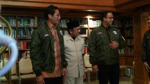 Foto: Jaket Bomber dari Habibie untuk Anies-Sandi