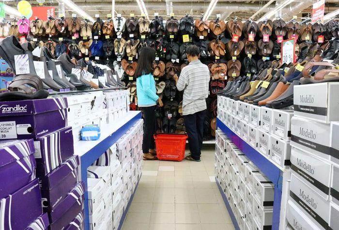 Foto: Sandal dan Sepatu Diskon Sampai 50% (Dok. Transmart Carrefour)