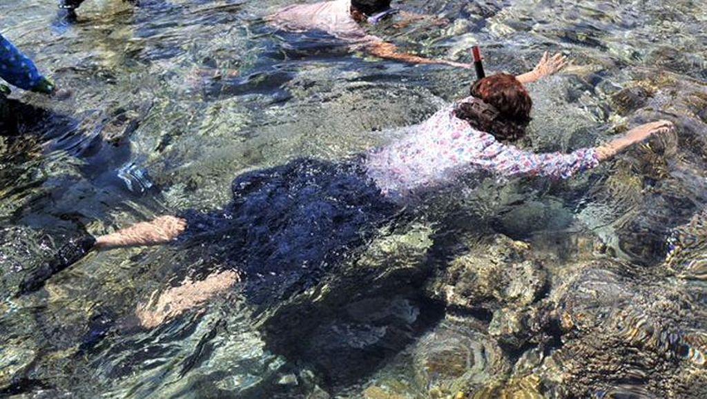 Gaya Susi Snorkeling di Pulau Hatta