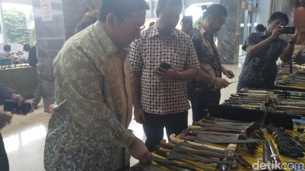Fadli Zon dan koleksi kerisnya