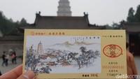 Pengunjung pun bisa naik hingga ke tingkat tertinggi pagoda. Harga tiket naiknya hanya 30 Renminbi atau sekitar Rp 60 ribuan (Elvan/detikTravel)
