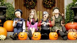 Dokter Gigi Ini Tawarkan Uang untuk Anak yang Mau Tukar Permen Halloween