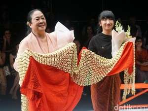 116 Kain Persembahan Obin untuk Menghibur Hati Ibu Pertiwi di JFW