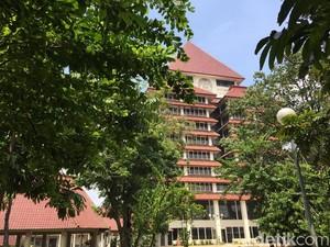 Foto: Datangi Rektorat UI, Polisi Cari Data Pemeran Video Mesum