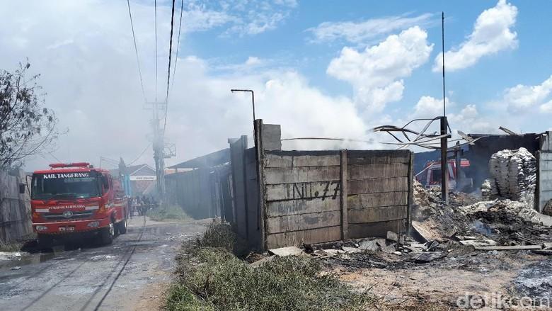 Ada Korban Tewas Kebakaran Gudang Kosambi, 3 Ambulans Disiapkan