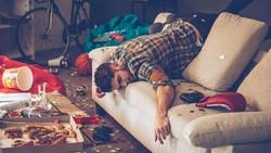 Keinginan untuk bunuh diri tidak muncul tiba-tiba. Dokter jiwa mengatakan ada beberapa ciri yang biasanya diperlihatkan oleh orang yang ingin bunuh diri.