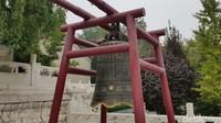 Lonceng berukuran raksasa di depan pagoda. Lonceng ini pun jadi salah satu objek wisata populer untuk foto-foto (Elvan/detikTravel)