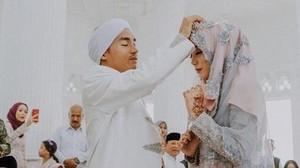Putri Sunan Kalijaga yang Nikah Muda, Ed Sheeran Batal Konser di Jakarta