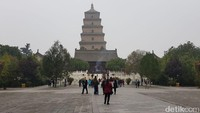 Giant Wild Goose Pagoda atau Pagoda Angsa Liar Raksasa terletak di selatan Kota Xian, Provinsi Shaanxi di China. Usianya sudah 1.300 tahun, dibangun kala Dinasti Tang (Elvan/detikTravel)