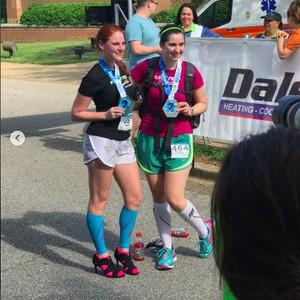 Ada-ada Saja, Wanita Ini Lari <I>Marathon</I> dengan Sepatu Hak Tinggi