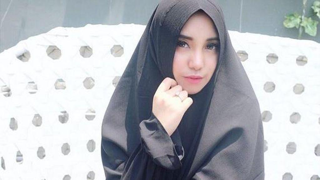 Lihat Bule Cantik Nikahi Orang Indonesia, Salmafina Sunan Termotivasi