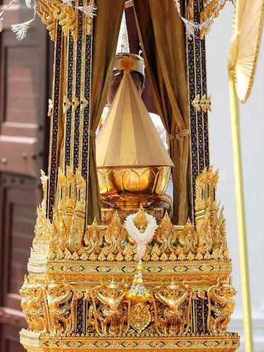 Abu Raja Bhumibol dibawa ke Istana Bangkok