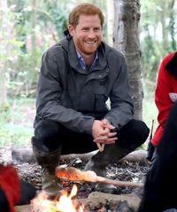 Pangeran Harry yang sedang ikut camping dengan anak-anak di Brockhole Nature Reserve.