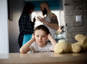 Nggak Disangka, Kebiasaan Orang Tua Ini Bisa Merusak Anak