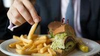 5 Hal Ini Terjadi pada Tubuh Saat Anda Terlalu Banyak Makan Gorengan