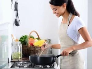 Apa Pun Masakannya, Anda Bisa Tampil Cantik dan Dapur Tetap Bersih