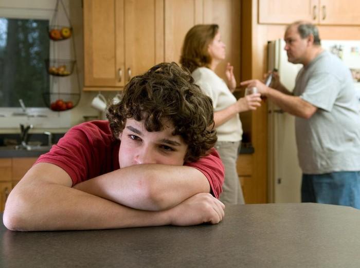 Perceraian yang dialami orang tua bisa jadi penyebab anak depresi dan memutuskan untuk bunuh diri. Untuk menghindarinya, simak kata dokter jiwa berikut ini. Foto: ilustrasi/thinkstock
