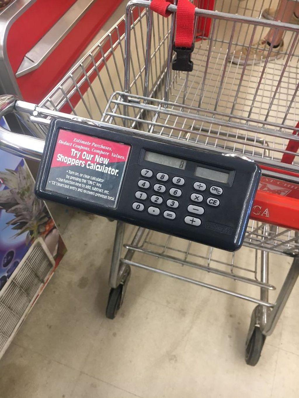 Keranjang belanja dilengkapi kalkulator. Setiap item yang masuk keranjang bisa langsung dihitung di kalkulator. Jadi lebih mudah memastikan belanjaan Anda tidak melenceng dari budget. Foto: Intenet via Bored Panda