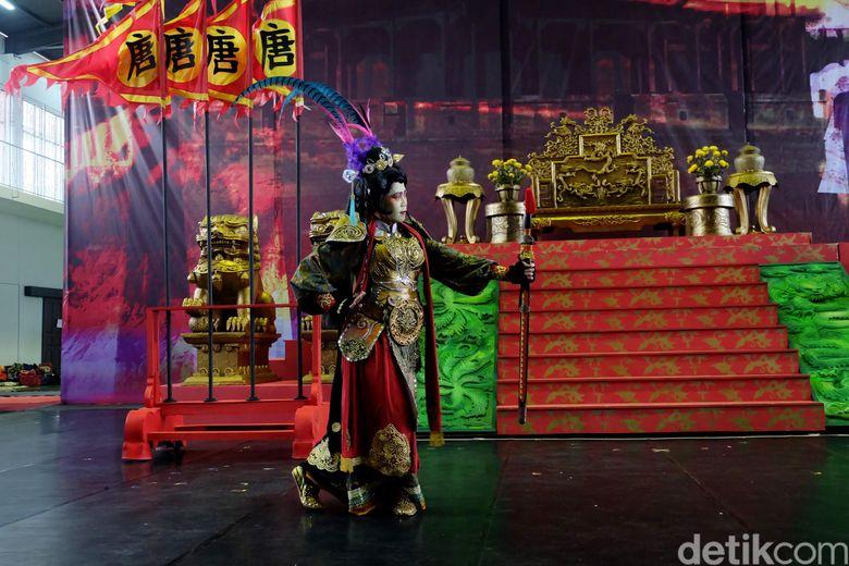 Teater Koma menggelar jumpa media sekaligus mengintip proses latihan bagi pertunjukan Sin Jie Kwie - Melawan Siluman Barat pada Kamis (26/10) di Universitas Tarumanegara, Cilandak, Jakarta Selatan.
