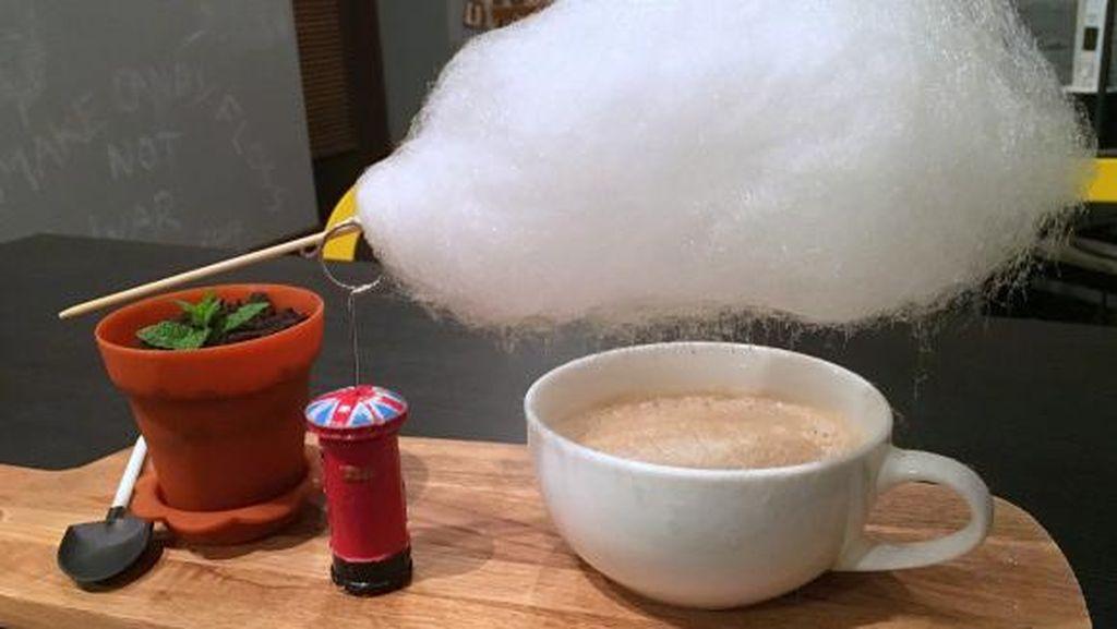 Uniknya Cloud Drink, Minuman yang Dinaungi Gumpalan Awan!
