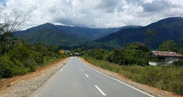 Dikutip dari Instagram Kementerian PUPR, dari target 1.921 kilometer di 2019, jalan perbatasan Kalimantan telah tembus sepanjang 1.488,4 km. Pool/PUPR.