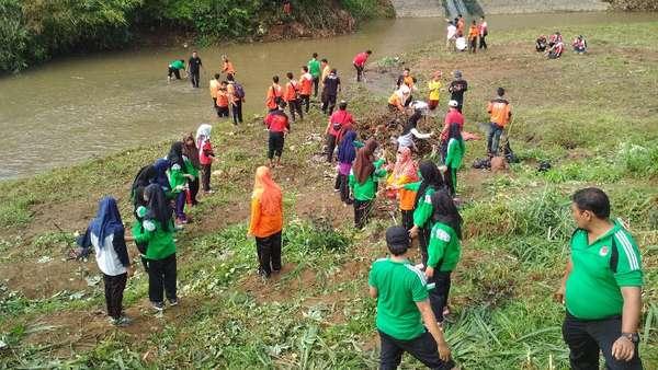 Di Hari Sumpah Pemuda, Warga Trenggalek Lakukan Saber Pungli