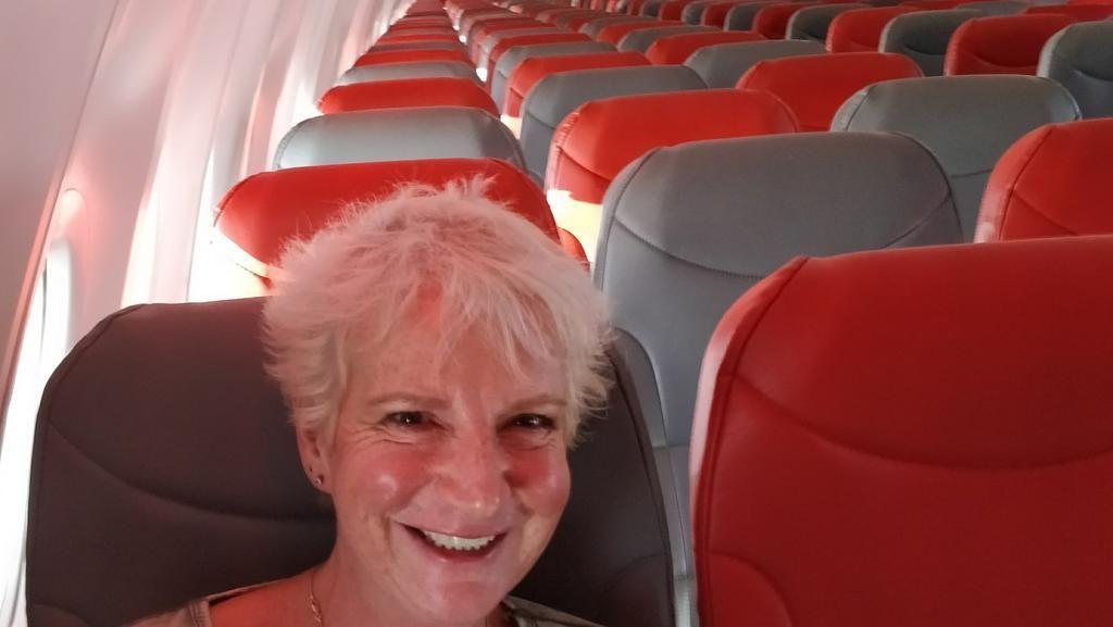 Senangnya Wanita Ini, Jadi Penumpang Satu-satunya di Pesawat