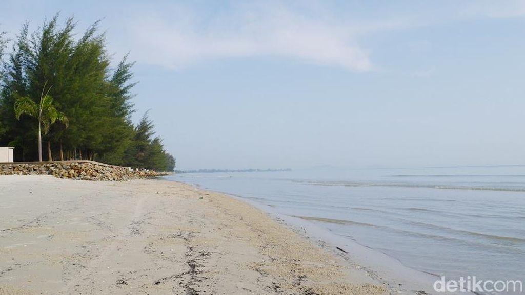 Liburan di Pantai Pasir Padi Pangkalpinang, Betah!