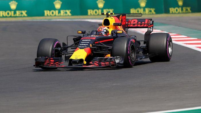 Max Verstappen dalam latihan bebas ketiga GP Meksiko (Henry Romero/Reuters)