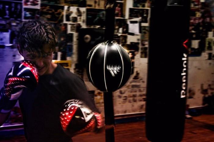 Tom Holland yang menjadi tokoh utama dalam film Spider-Man: Homecoming ini menggemari olahraga boxing yang terlihat dari sejumlah unggahan fotonya di Instagram. (Foto: Instagram @tomholland2013)